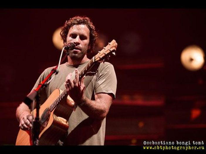 Accadde nel rock, oggi 18 maggio: Jack Johnson, Paolo Vallesi, Big Joe Turner, Jerry Vale, Ian Curtis, Rick Wakeman, Chris Cornell