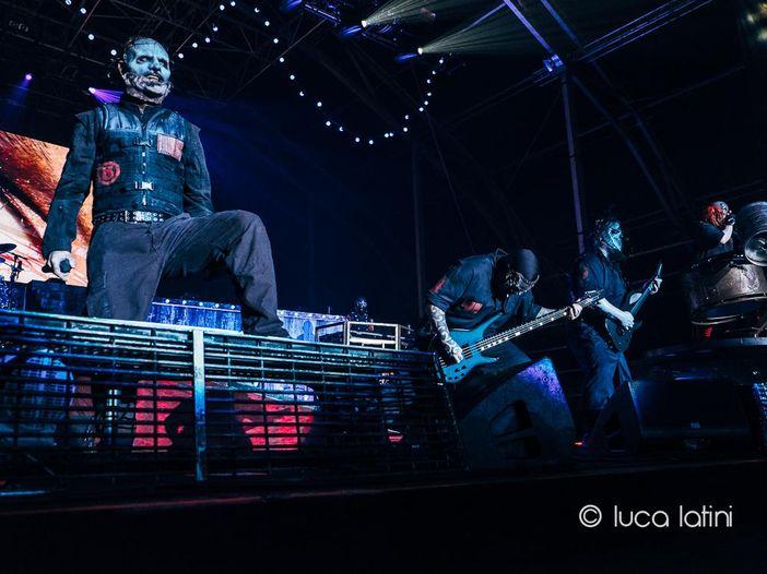 Slipknot, Corey Taylor operato alle ginocchia