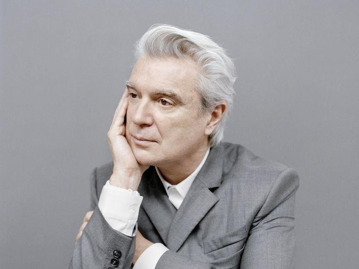 David Byrne irrompe sul palco del concerto tributo a lui dedicato a New York - VIDEO