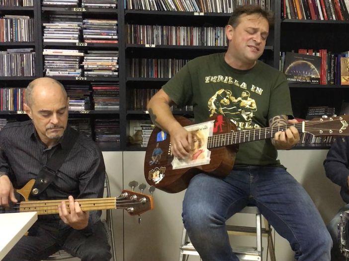 """Mezzala, un """"Irrequieto"""" in redazione: Live@Rockol - VIDEO"""