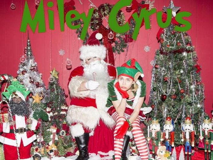 Miley Cyrus e Flaming Lips di nuovo insieme per la canzone natalizia 'My sad Christmas song' - ASCOLTA