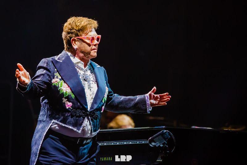 Elton John: ascolta una versione inedita di 'Come down in time'