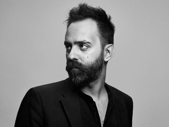 'La voce del padrone' di Battiato reinciso solo con archi, pianoforte e la voce di Fabio Cinti - ASCOLTA