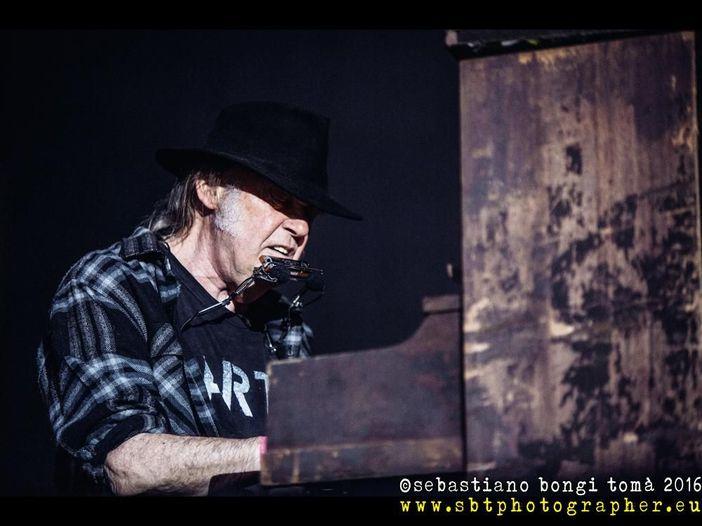 Neil Young, a Roma e Lucca con lui sul palco anche Willie Nelson - VIDEO