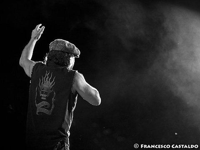 Il giorno in cui sono morti gli AC/DC: i fan bocciano senza appello la sostituzione di Brian Johnson con Axl Rose