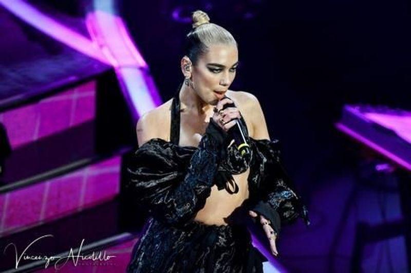 Dua Lipa ed Elton John criticano DaBaby per le frasi su gay e Aids