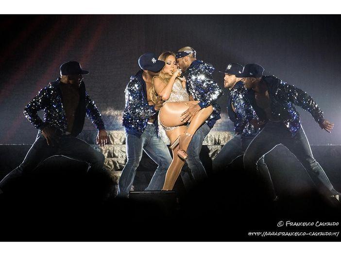 Mariah Carey: non parte bene il nuovo album, vendite al minimo storico