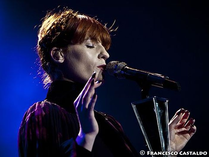 Florence and the Machine: a Glastonbury omaggiano Dave Grohl - VIDEO