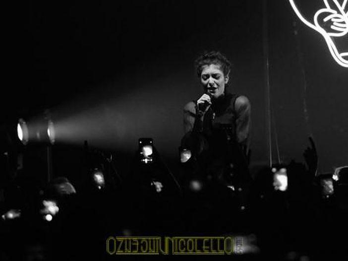 Lorde canta 'Sound of silence' per le vittime dell'attentato: guarda qui il video