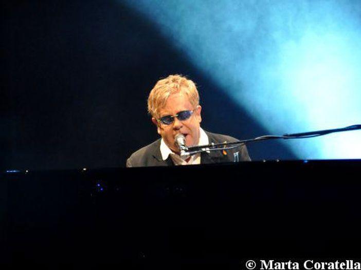 Concerti, la sola data italiana di Elton John. Prevendita già da oggi