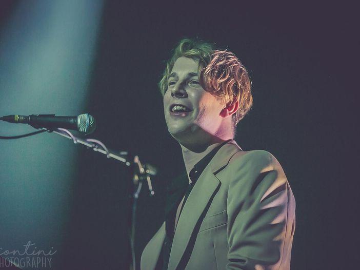 Tom Odell è cresciuto e torna con il nuovo album 'Jubilee Road': 'Ispirato da Elvis Costello e Carly Simon' - INTERVISTA