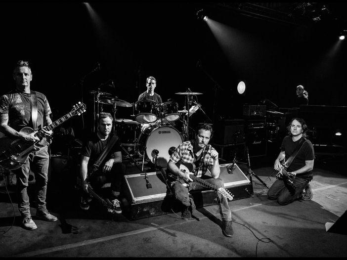 Duetto tra Vedder dei Pearl Jam e Gordon dei Sonic Youth