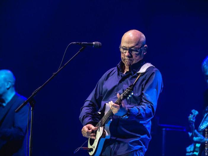 All'asta le chitarre di Mark Knopfler e altri per salvare la musica dal vivo