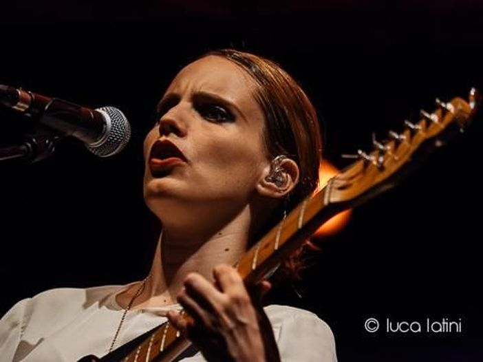 Anna Calvi: pubblicato un altro estratto dal prossimo album. Ascolta 'Hunter'