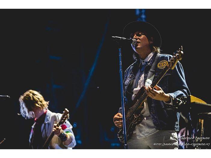 Gli Arcade Fire eseguono dal vivo 'Axel F' - GUARDA