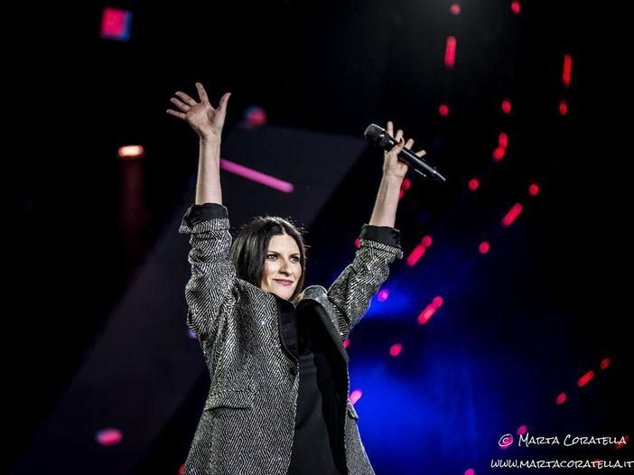 Laura Pausini, stasera su Canale 5 il meglio dei due live di luglio al Circo Massimo - SCALETTA