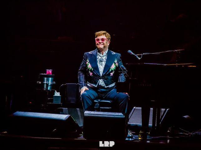 √ La polmonite non ferma Elton John: confermati tutti i concerti