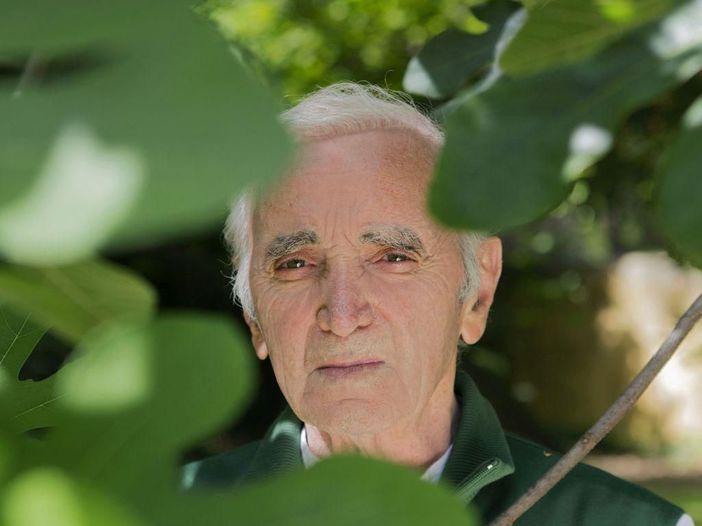 Charles Aznavour torna in Italia dopo la stella sulla 'Walk of fame': il 13 novembre è a Milano