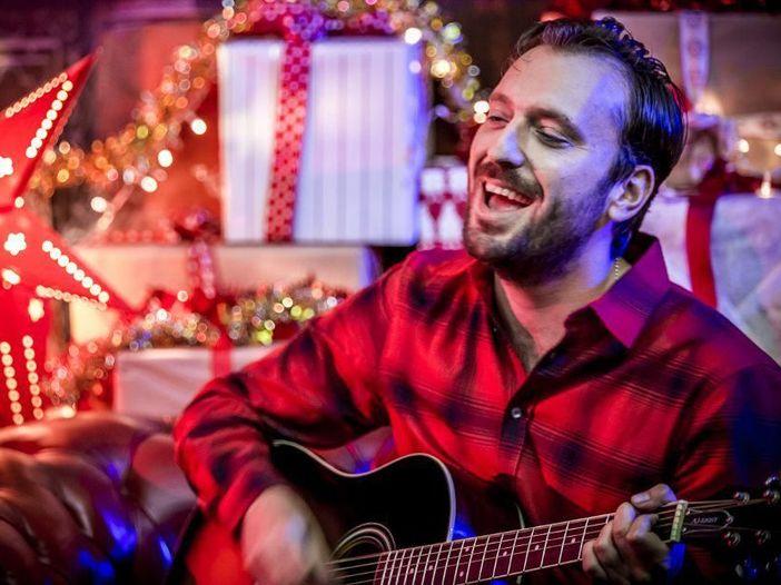Cesare Cremonini, ascolta qui il brano natalizio (per Radio Deejay) 'Eccolo qua il Natale'