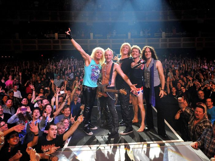 I Def Leppard accolti nella Hollywood Rockwalk