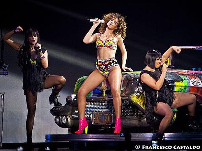 Rihanna: vendetta, tortura e nudità per il video di 'Bitch better have my money' - GUARDA