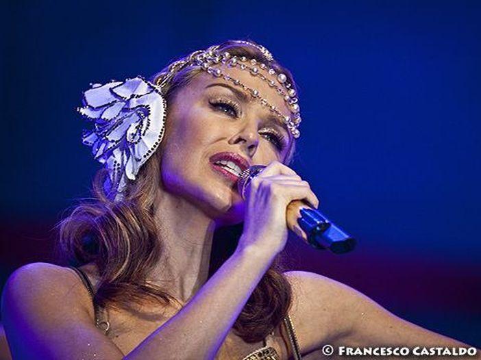 Germania, la polizia perquisisce tutti i maschi a un concerto di Kylie Minogue