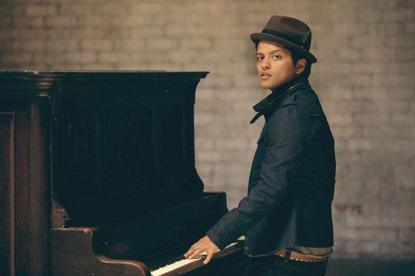 Super Bowl 2016: Bruno Mars conferma che si esibirà con Coldplay e Beyoncé nell'Halftime Show