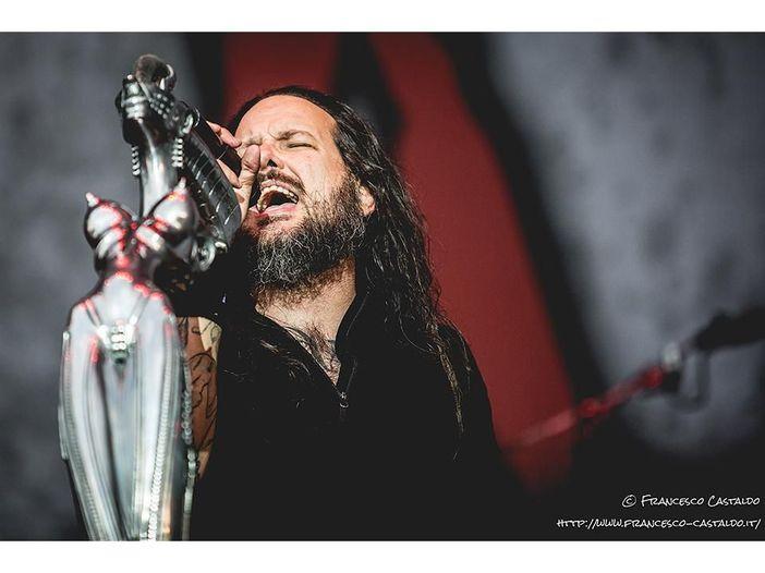 """Korn: il video ufficiale di """"A Different World"""" con Corey Taylor (Slipknot) è online - GUARDA"""