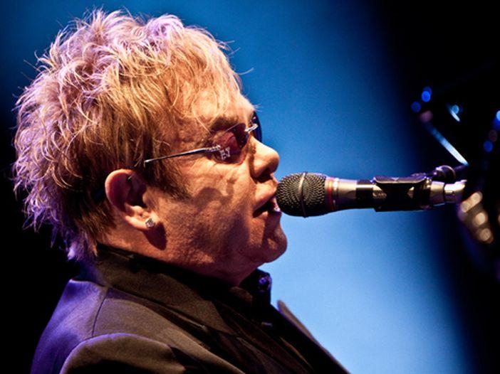 Elton John: il Comitato dei genitori russi si oppone ai concerti di Mosca