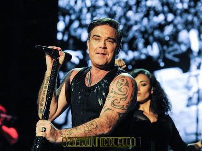 "Robbie Williams: ""La mancanza di autostima è una maledizione e una benedizione"""
