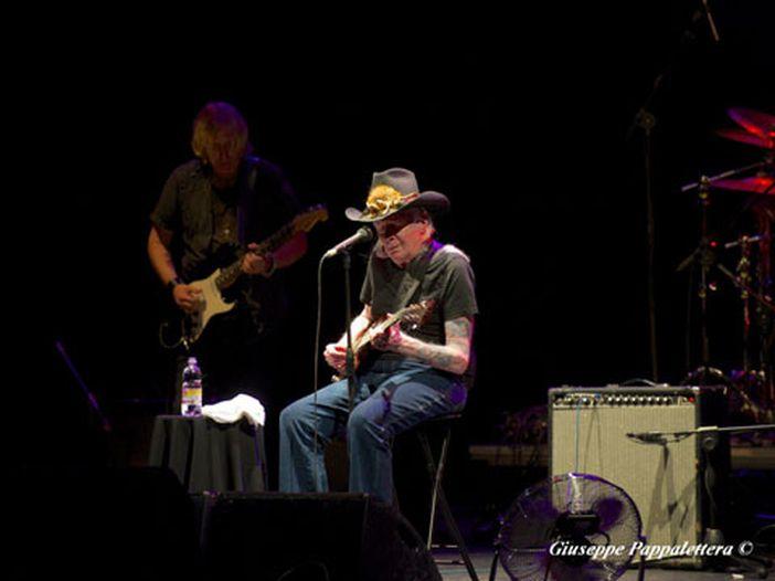 """Johnny Winter e Joe Perry (Aerosmith) in """"Mojo hand"""": ASCOLTA"""