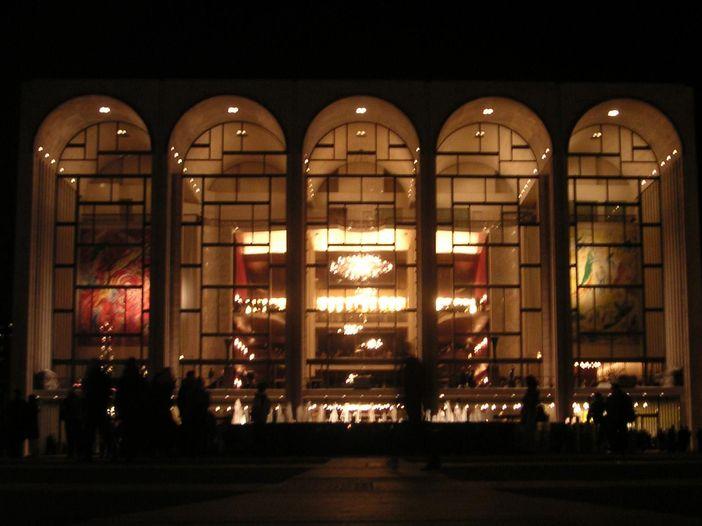 Metropolitan Opera di New York: sparse le ceneri di un defunto durante una performance