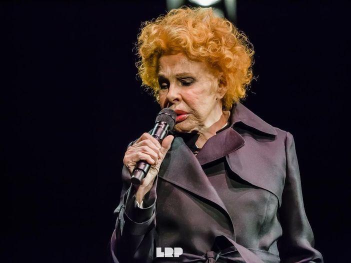 Ornella Vanoni, annullato il concerto: 'lieve indisposizione che le impedisce di esibirsi'