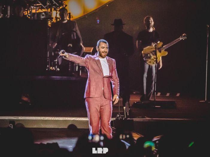 Sam Smith si deve operare alle corde vocali: saltano i concerti a Milano e Roma