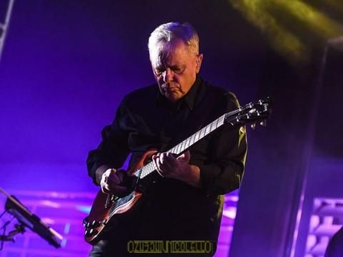 I New Order suonano il nuovo singolo 'Singularity' alla tv americana - GUARDA