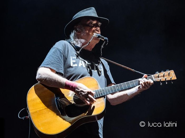 Neil Young: a gennaio un breve tour teatrale negli States, il 'Big M Theater Tour'