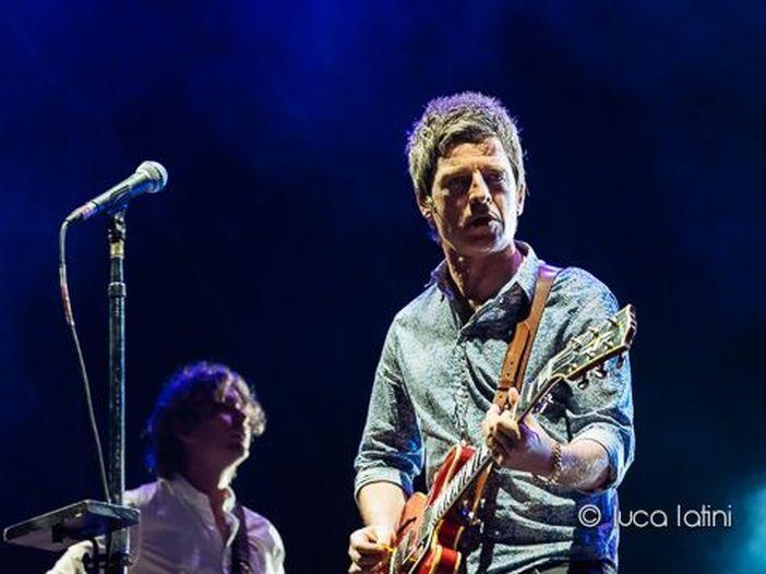 """Noel Gallagher pubblica la clip del singolo """"Holy mountain"""" - VIDEO"""