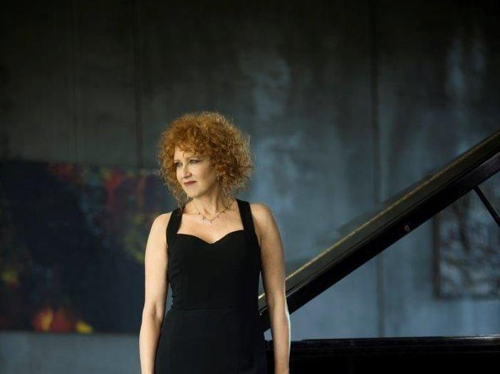 Fiorella Mannoia: Ultimo firma il nuovo singolo 'Chissà da dove arriva una canzone', poi l'album