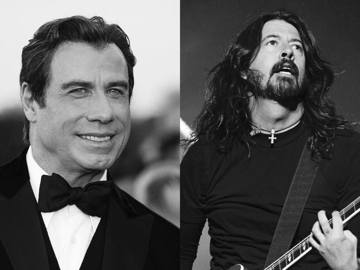 John Travolta sul palco con i Foo Fighters durante una cover di 'Grease' - VIDEO