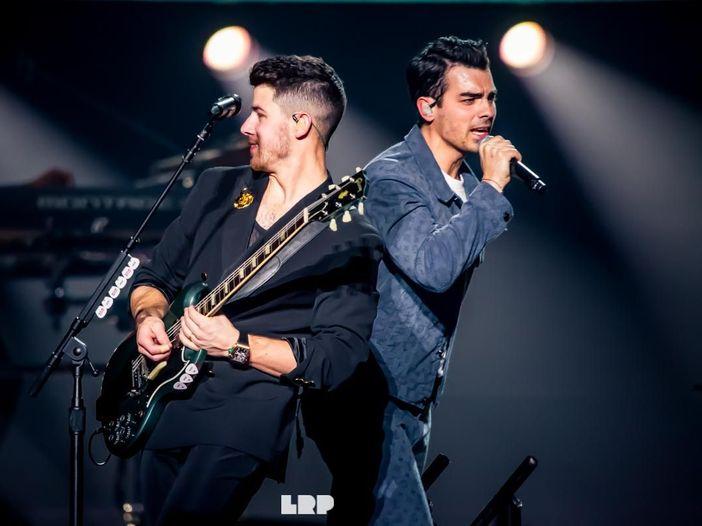 Poliziotto contagiato a Roma: c'è un legame con il concerto dei Jonas Brothers a Milano