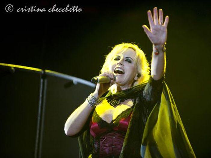 Cranberries, il tour è annullato: Dolores O'Riordan sta male