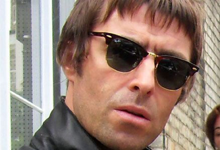 Liam Gallagher sings Oasis songs: first time since 2009!