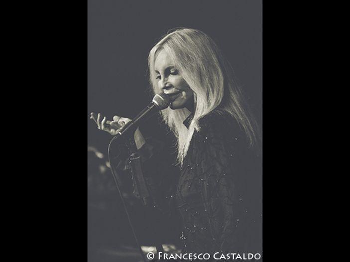 Patty Pravo: la 'Minaccia bionda' in tv tra hit e duetti