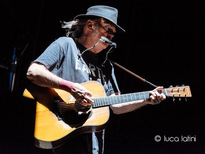 """Neil Young ha annunciato l'uscita dell'album live """"Return to Greendale"""""""
