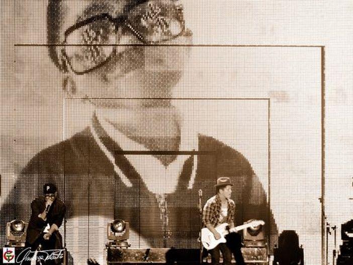 Bruno Mars, un salto indietro negli anni '90 con la nuova canzone 'Versace on the floor' - ASCOLTA