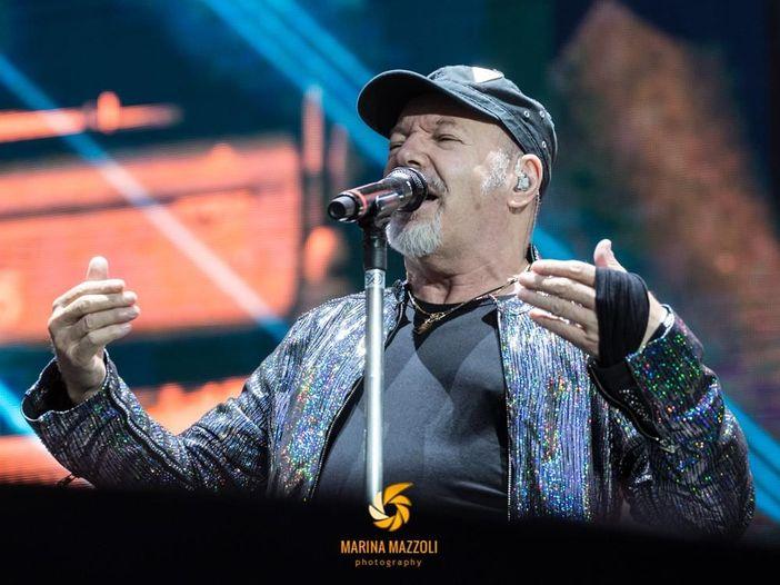Vasco Rossi: truffa sui biglietti per i suoi concerti, sei indagati