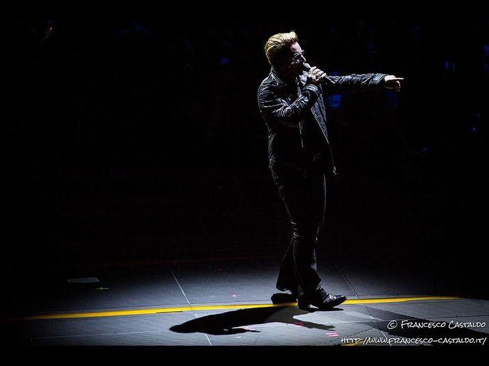 U2, dal vivo a Toronto l'omaggio a Leonard Cohen con la cover di 'Suzanne' - VIDEO