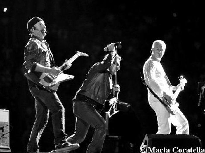 U2, a Chicago il debutto dal vivo di 'The crystal ballroom' - VIDEO