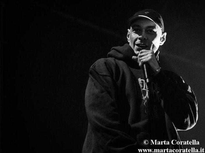 Fabri Fibra, tanti auguri a un rapper senza peli sulla lingua