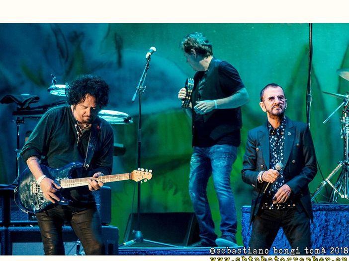 Ringo Starr e Paul McCartney assieme in studio di registrazione al lavoro sul nuovo album di Ringo - GUARDA